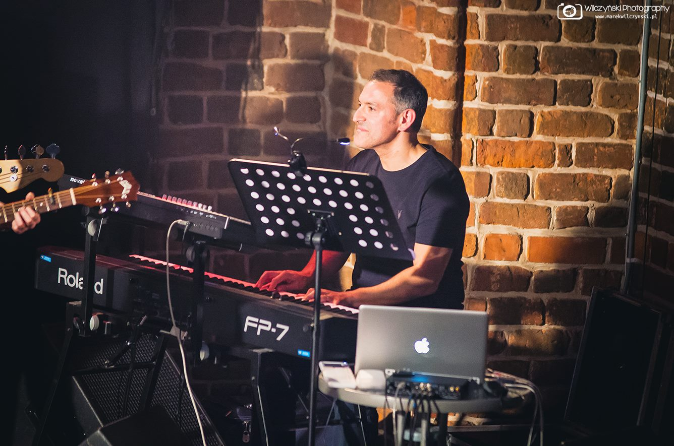 Bryan Edery - Keyboard Playing close up, Red Box Poland tour