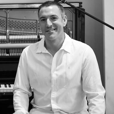 Bryan Edery London Pianist - Upright Yamaha Piano