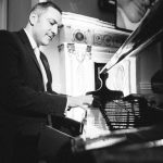 Bryan-Edery-Essex-pianist-drinks-reception