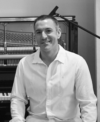 pianist-for-hire-london-parties-and-events-practice-session-profile-camden