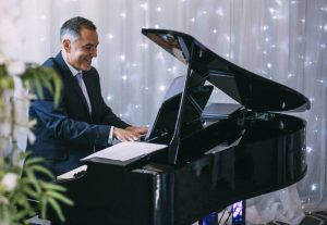 portable-electric-baby-grand-wedding-pianist-hire-options