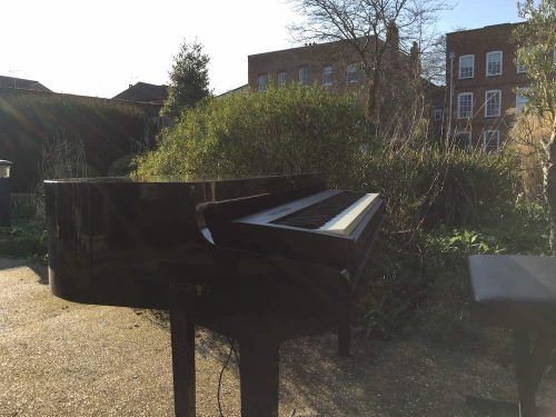 portable-baby-grand-piano-outdoor-drinks-reception-farnham-museum-2