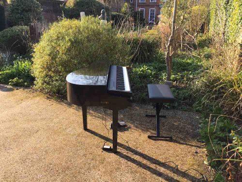 portable-baby-grand-piano-outdoor-drinks-reception-farnham-museum-3