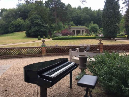 portable-baby-grand-piano-outdoor-wedding-drinks-reception-wotton-house-1