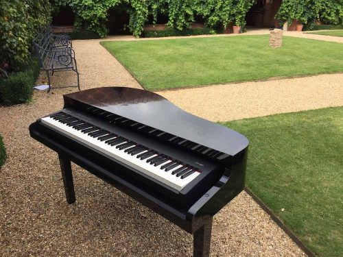 portable-electric-baby-grand-piano-outdoor-wedding-drinks-reception-the-dairy-waddesdon-manor.jpg