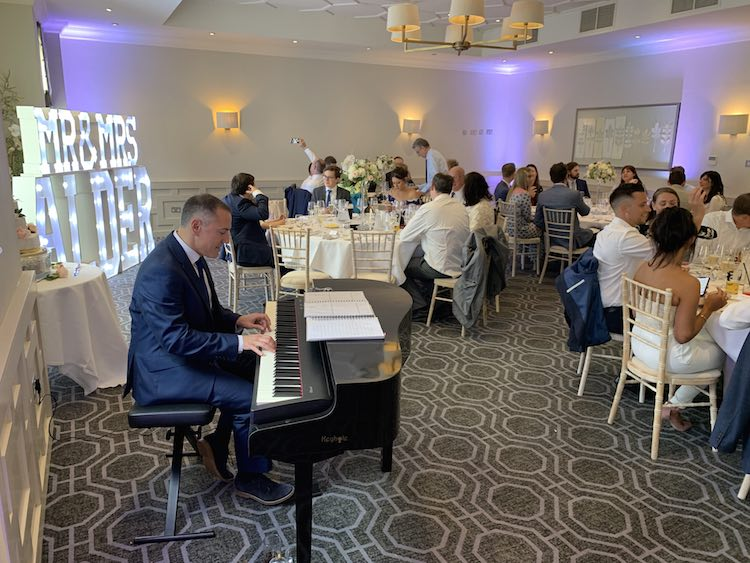 choosing-the-best-wedding-piano-music-sit-down-meal